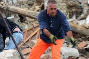 Terremoto di magnitudo 6.0 devasta il centro Italia: morti e feriti. Bambini sotto le macerie ad Accumoli.