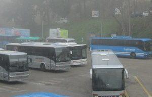 Lanciano, giovane accoltellato al terminal bus: caccia agli aggressori
